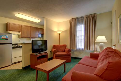 Home Towne Suites Room